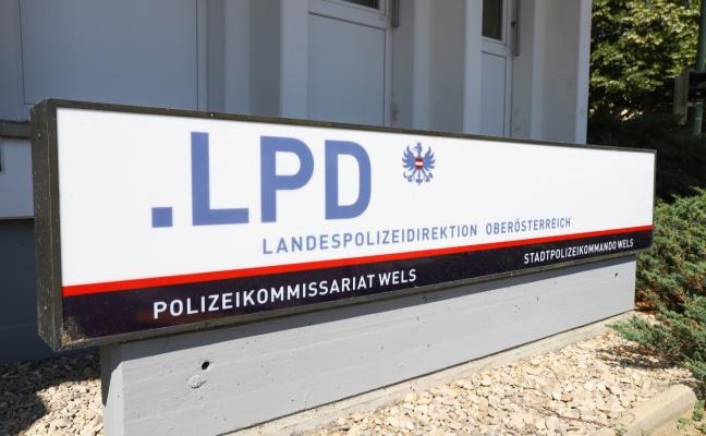 Fahndung nach Tatbeteiligtem eines Raubüberfalls auf Familie mit Baby in Wels-Innenstadt