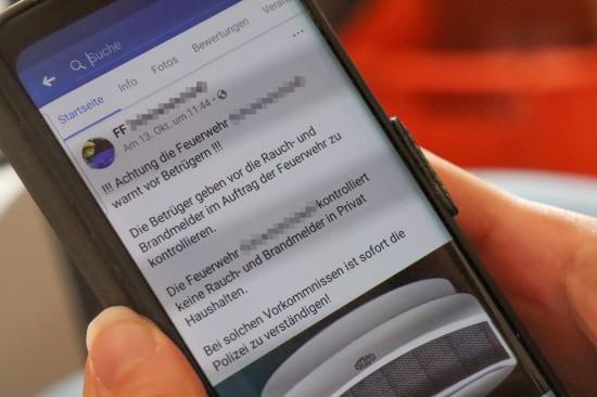"""Falschmeldung: Warnung der Feuerwehr vor betrügerischen """"Rauchmelder-Kontrolleuren"""" kursiert neuerlich in sozialen Medien"""