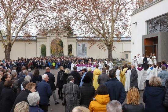 Totengedenken zu Allerheiligen und Allerseelen am Friedhof der Stadt Wels