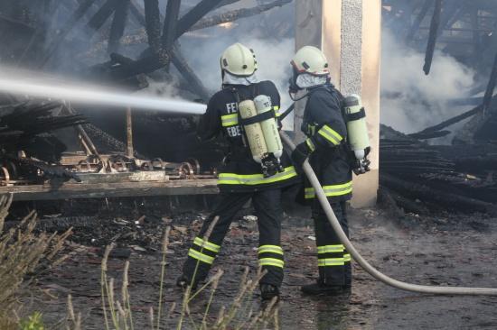 Kurzschluss an einem Traktor führte zum Brand einer Maschinenhalle in Eberstalzell