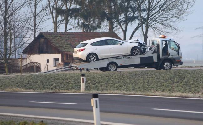 Aufräumarbeiten nach Verkehrsunfall in Holzhausen