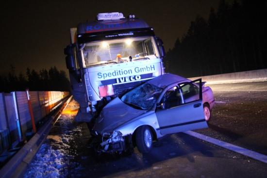 Glücklicherweise keine Verletzten bei schwerem Verkehrsunfall mit LKW auf Westautobahn
