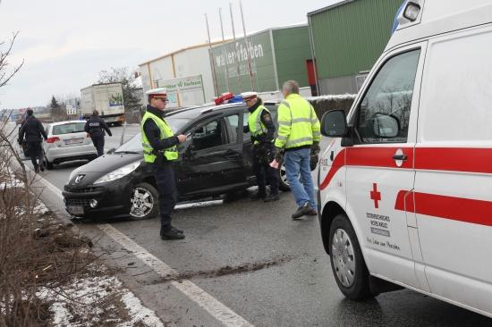 Zwei teilweise schwer Verletzte bei Verkehrsunfall mit LKW in Wels
