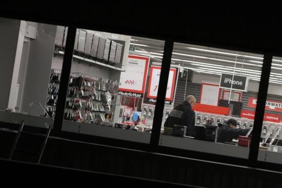 Großeinsatz der Polizei nach nächtlichem Einbruch in Welser Elektronikfachmarkt