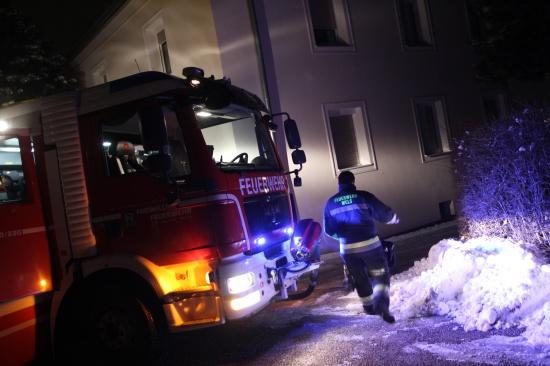 Feuerwehr bei Mülltonnenbrand in Wels im Einsatz