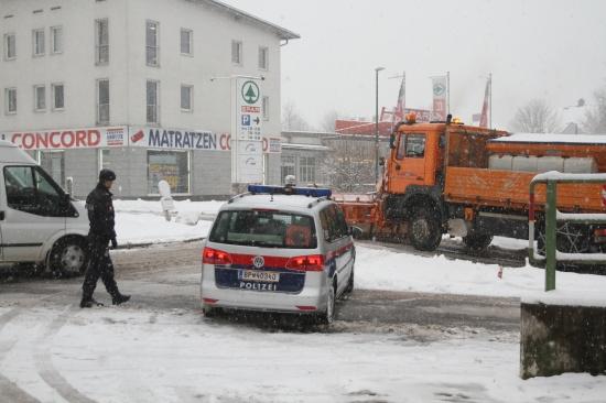 Erhebliche Verkehrsbehinderungen durch Schnee im Welser Stadtgebiet