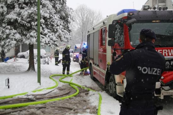 Ausgedehnter Küchenbrand in einer Wohnung in einem Mehrparteienhaus
