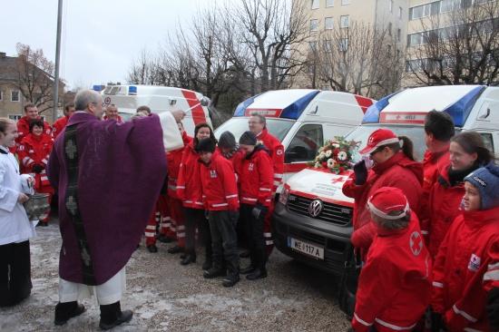 Fahrzeugsegnung beim Welser Roten Kreuz