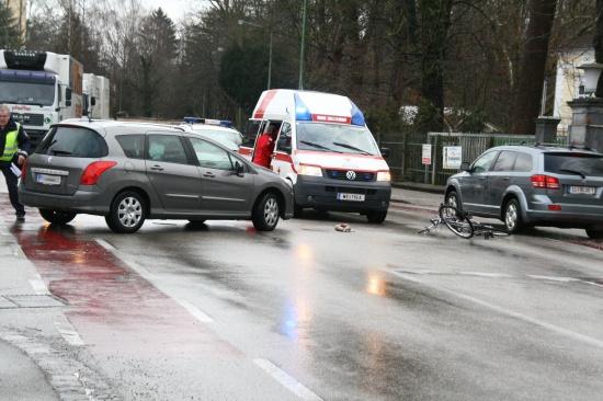 Radfahrer von PKW erfasst