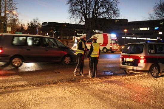 Fußgänger auf Schutzweg von PKW erfasst