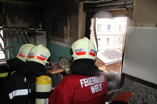 Wohnungsbrand in Welser Mehrparteienhaus