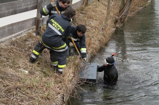 Aufgebrochener Tresor durch Feuerwehrtaucher geborgen