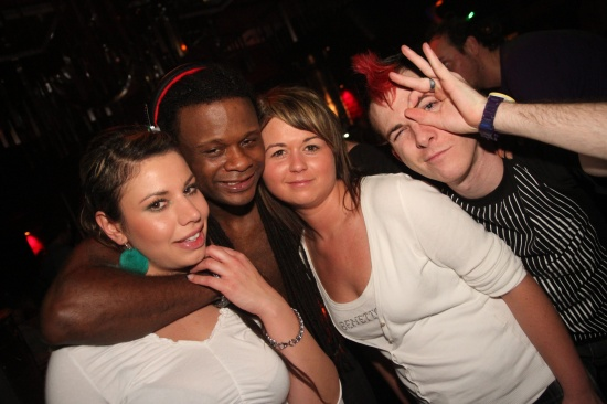 Black Eyed Peas DJ Motiv8 im FiftyFifty Wels
