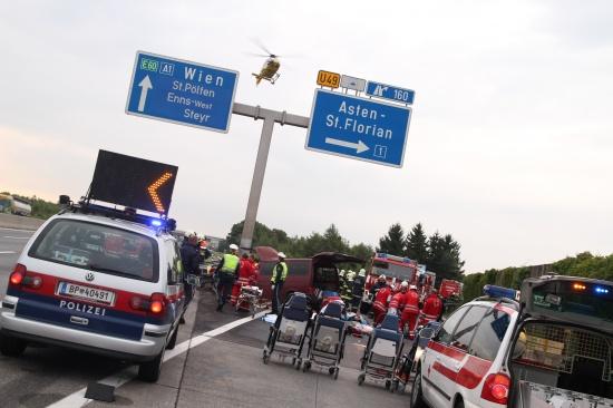 Drei Tote bei schwerem Verkehrsunfall auf Westautobahn