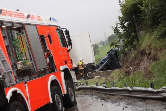 Massive Verkehrsbehinderungen und Stau durch LKW-Unfall
