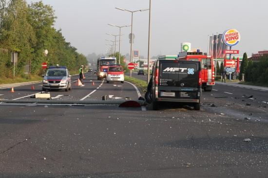 Bild der Verwüstung nach Verkehrsunfall auf Osttangente