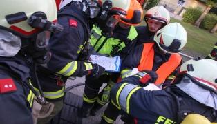 Großangelegte Einsatzübung in Polstermöbelwerk in Wallern an der Trattnach