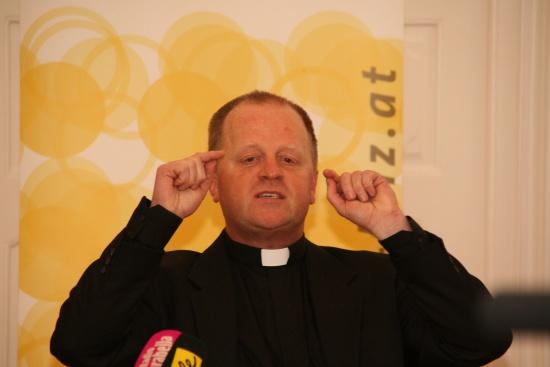 Bischof Ludwig Schwarz stellt Weihbischof Wagner vor