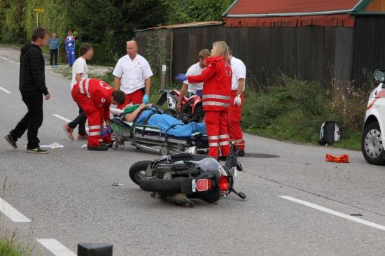 Zwei Mopedlenker bei Zusammenstoß auf Schartner Straße verletzt