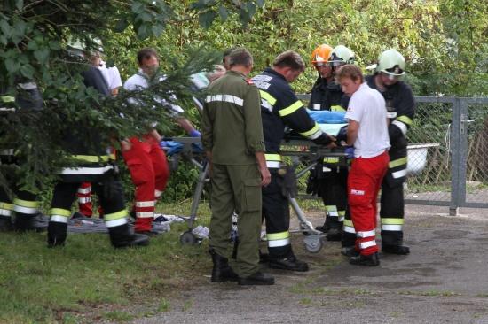 Feuerwehr rettete ältere Dame aus Bach