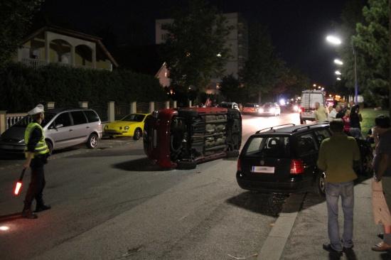 Fahrzeuglenkerin kippte bei Verkehrsunfall mit PKW um