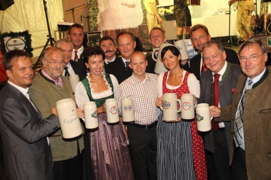 Welser Oktoberfest mit Festbieranstich offiziell eröffnet
