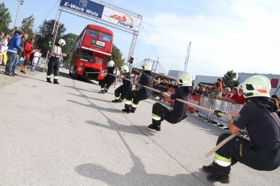 Buspulling anlässlich 50-Jahre-Jubiläum von sabtours