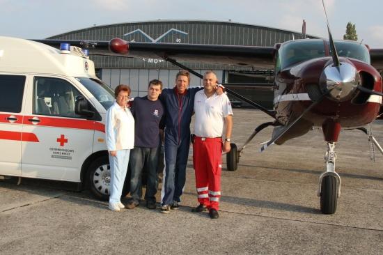 Tandemfallschirmsprung für Mitarbeiter des Roten Kreuzes Wels