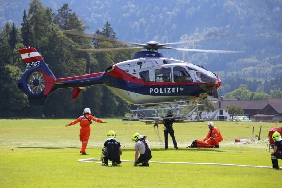 Einsatzkräfte übten in Scharnstein ein Flugnotfall-Szenario mit Waldbrand