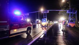 Spektakuläre Schlauchbrücke bei Einsatzübung der Feuerwehren in Bad Hall getestet