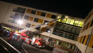 Übung der Feuerwehren im Neubau des Bezirksalten- und Pflegeheims Kallham
