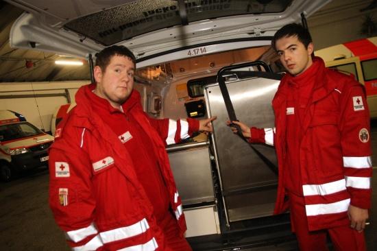 Mann zückte im Rettungsfahrzeug plötzlich ein Messer