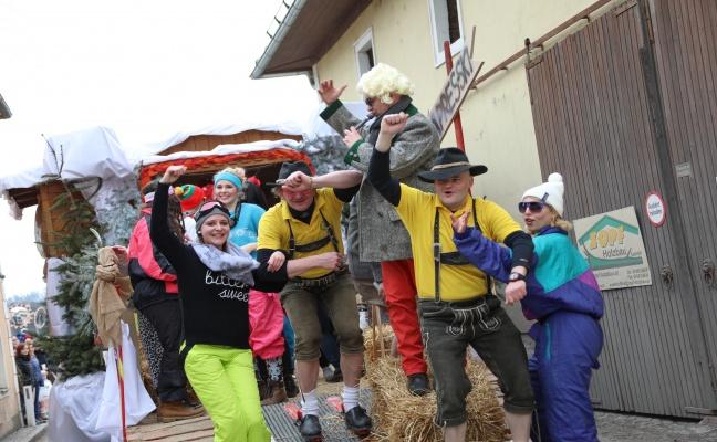 Grosser Faschingsumzug Mit Vielen Bunten Themen In Krenglbach Laumat At