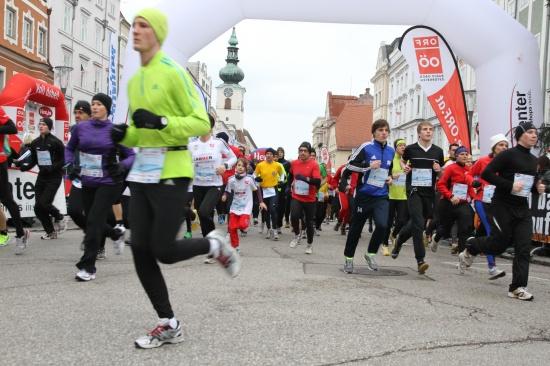 Neuer Teilnehmerrekord beim Welser Silvesterlauf