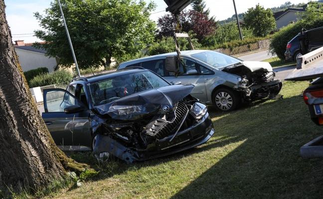 Autos kollidierten auf der Traunuferstraße in Pucking beinahe frontal
