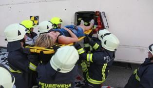 Spannende Einsatzübung für die Feuerwehr mit umgestürztem Linienbus