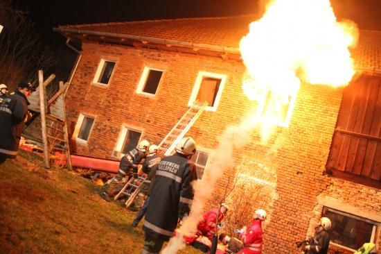 Feuerwehr und Rotes Kreuz übten in Steinerkirchen am Innbach