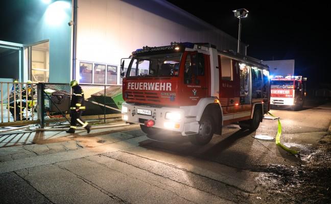 Brand in einem Gewerbebetrieb in Pucking von Security-Mitarbeiter entdeckt