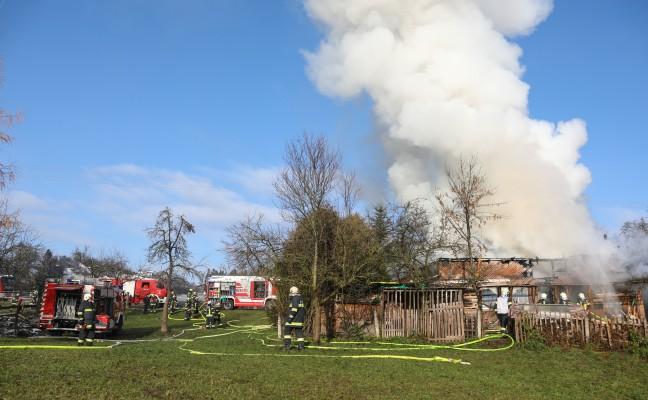 Zwölf Feuerwehren bei Brand eines Wohnhauses in Wallern an der Trattnach im Einsatz
